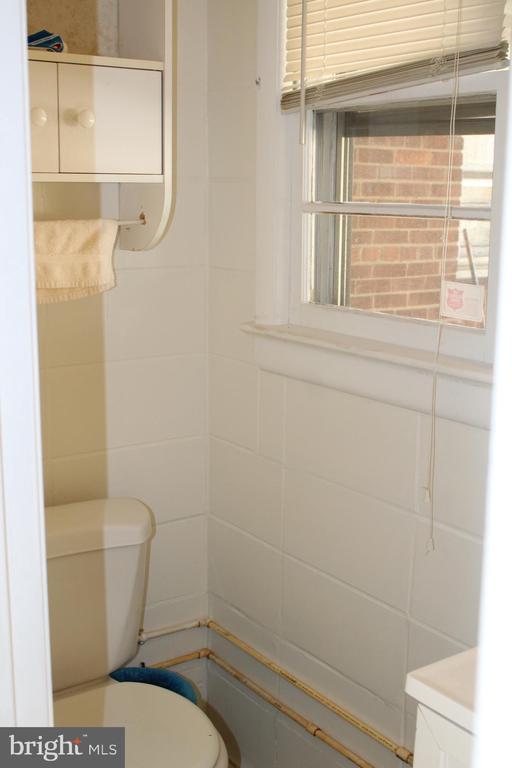 1/2 bath - 6909 RANDOLPH ST, HYATTSVILLE
