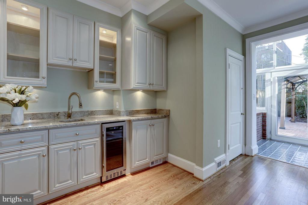 Custom Cabinets w Wine Cooler and Wet Bar - 2543 WATERSIDE DR NW, WASHINGTON