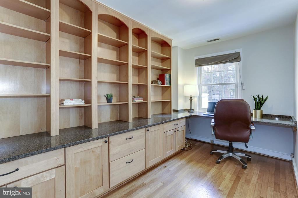 3rd Level Office with Custom Cabinetry - 2543 WATERSIDE DR NW, WASHINGTON