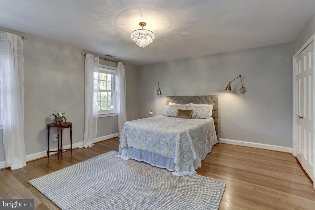 Spacious Master Bedroom - 2543 WATERSIDE DR NW, WASHINGTON