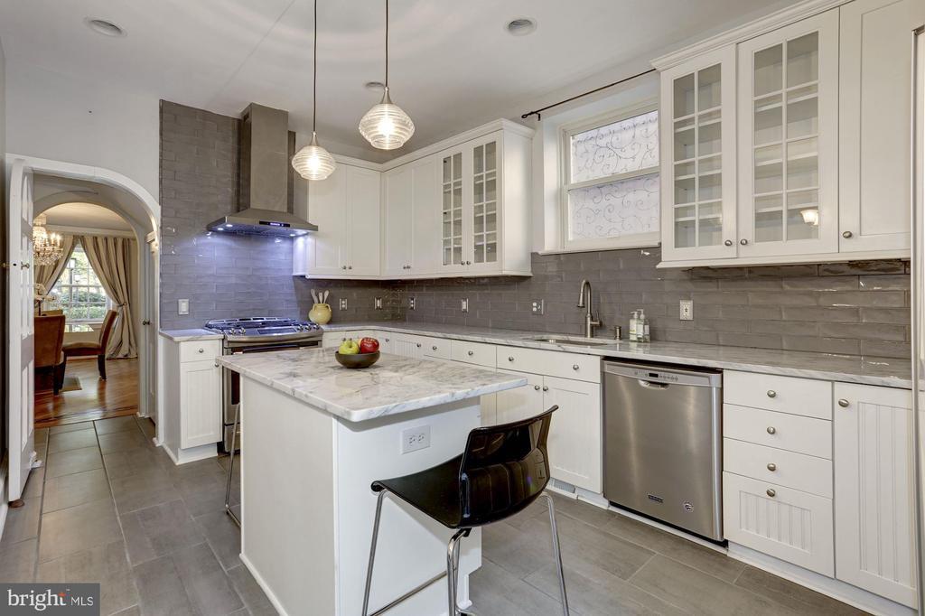 Spacious Gourmet Kitchen - 2543 WATERSIDE DR NW, WASHINGTON