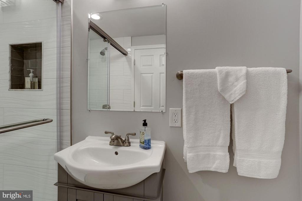 In-Law Suite Full Bath - 2543 WATERSIDE DR NW, WASHINGTON