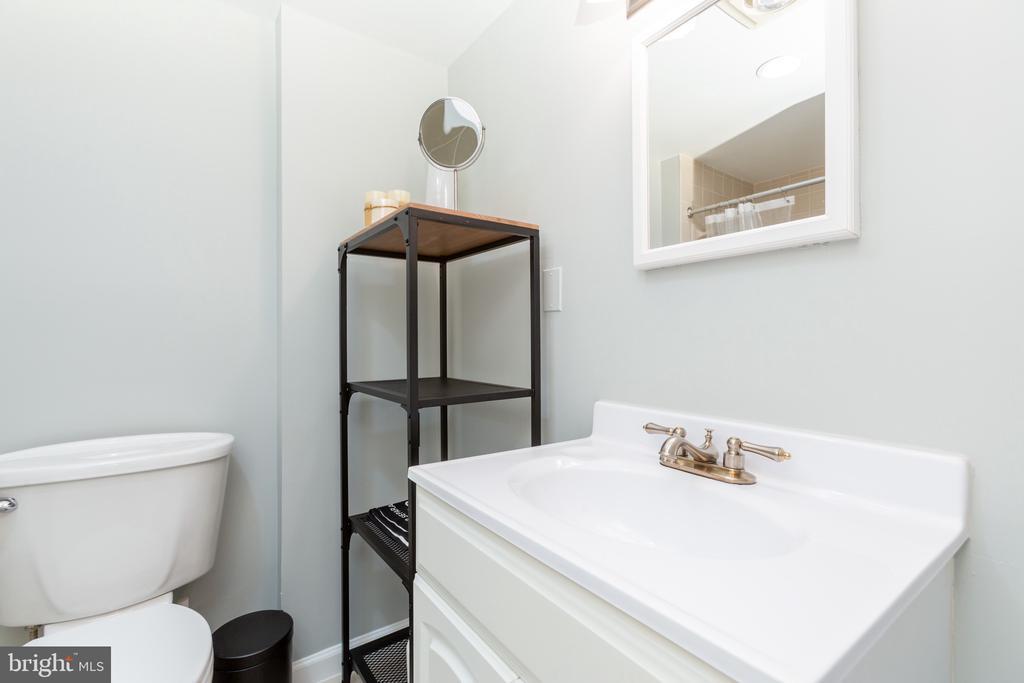 Lower level full bath - 3217 RESERVOIR RD NW, WASHINGTON