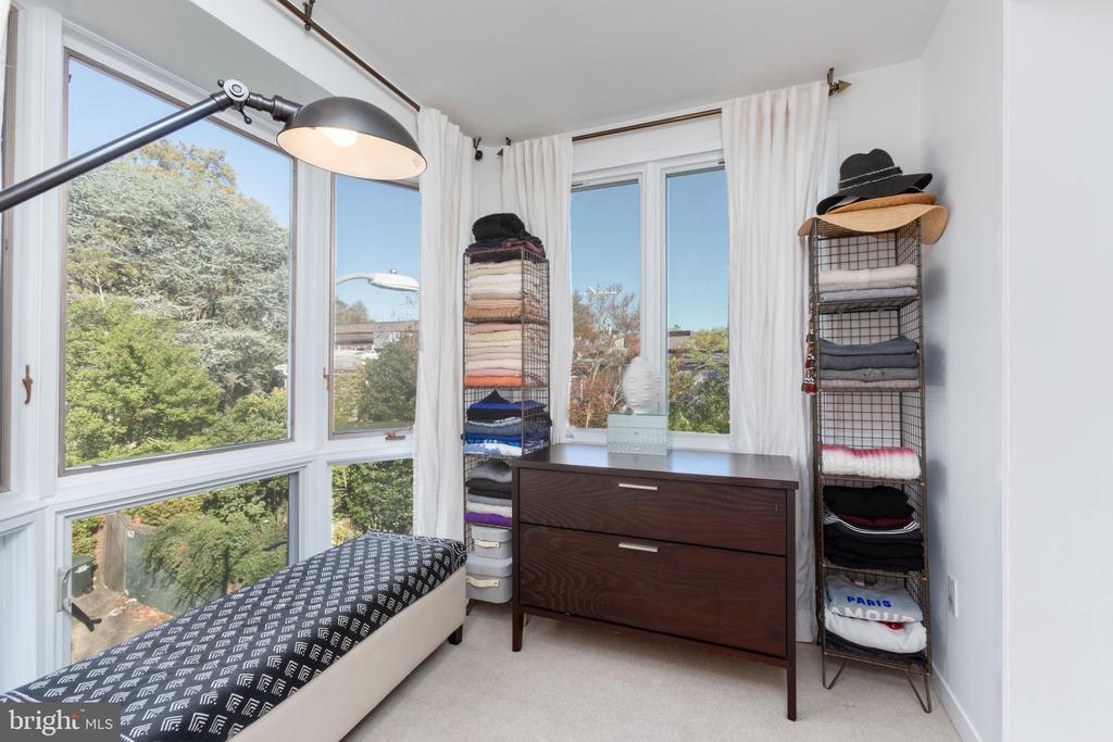 Master Bedroom Sitting Area - 3217 RESERVOIR RD NW, WASHINGTON