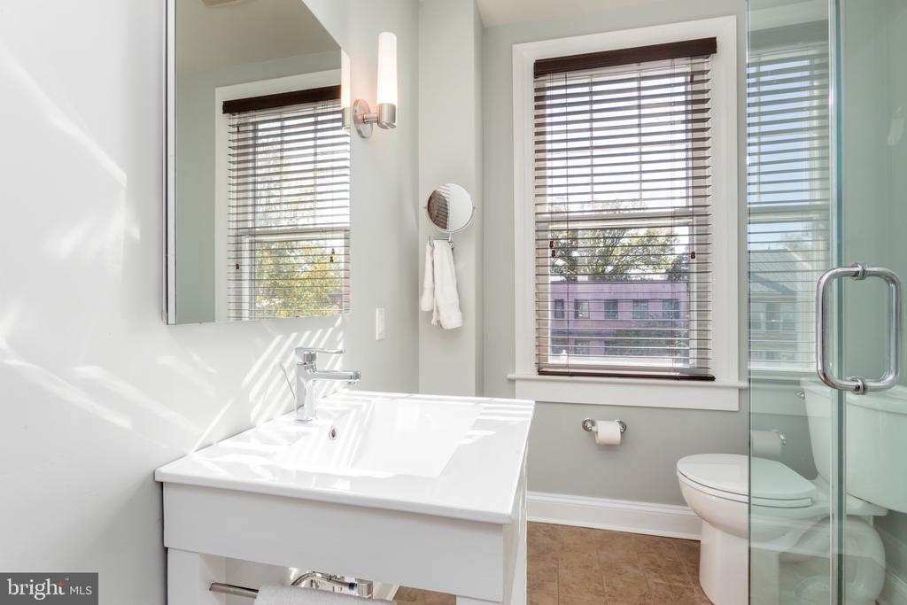 Hall bath - 3217 RESERVOIR RD NW, WASHINGTON