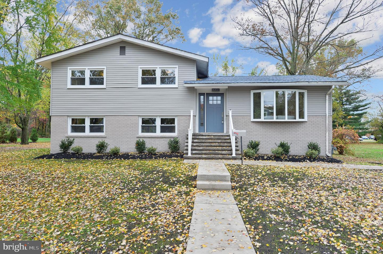 Single Family Homes pour l Vente à West Deptford, New Jersey 08096 États-Unis