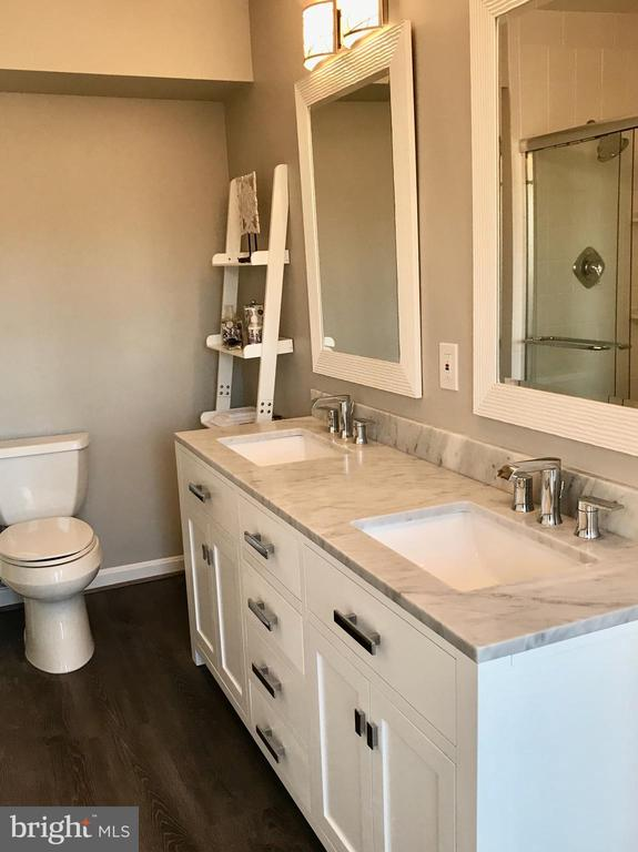 Master bath is gorgeous.  Spacious and updated! - 1009 N TERRILL ST, ALEXANDRIA