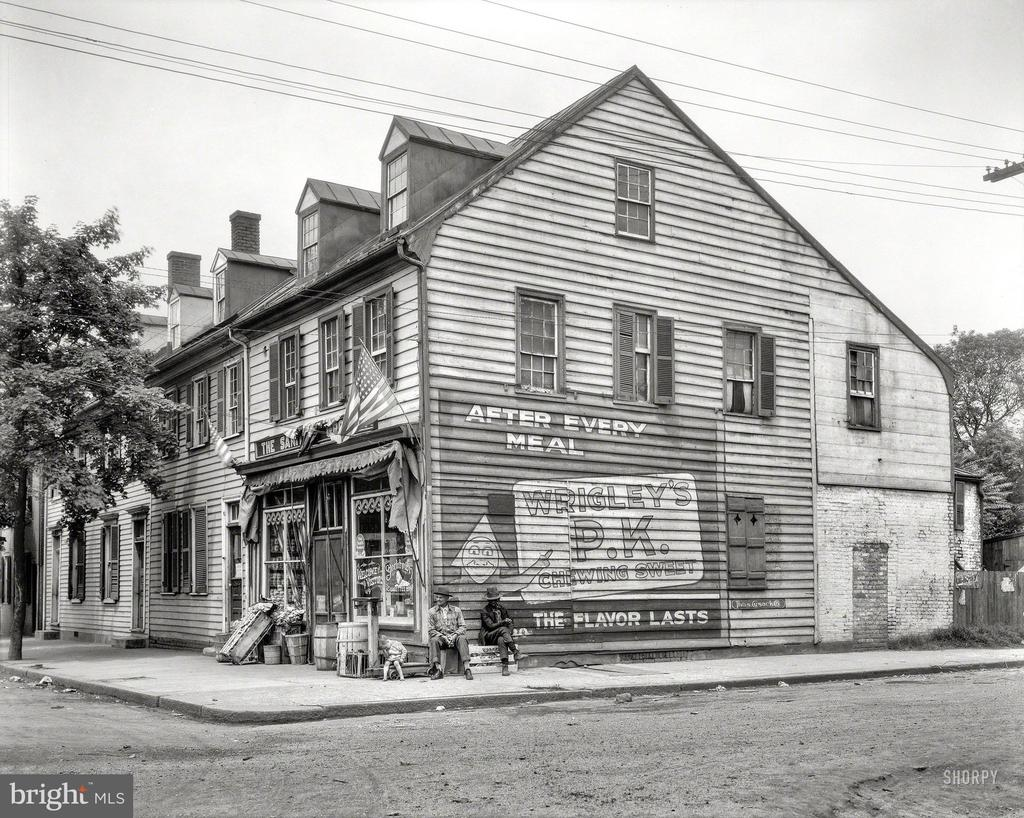 1928: this now residence was a grocery store - 501 CAROLINE ST, FREDERICKSBURG