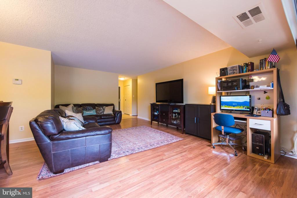 Living room - 5300 COLUMBIA PIKE #111, ARLINGTON