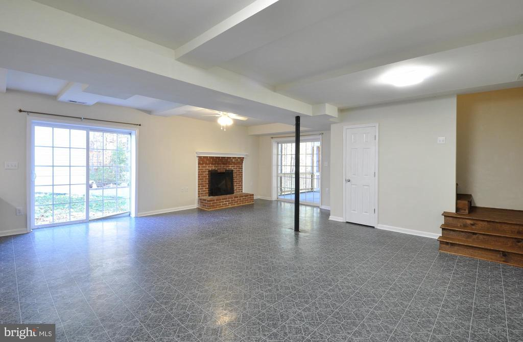 LL Recreation Room w/FP - get creative here! - 308 WESTOVER PKWY, LOCUST GROVE