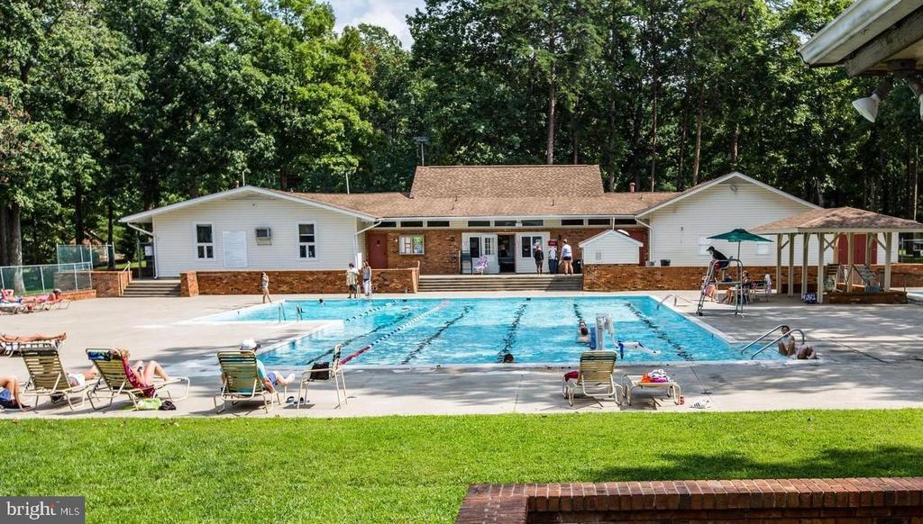 Community Pool - 308 WESTOVER PKWY, LOCUST GROVE