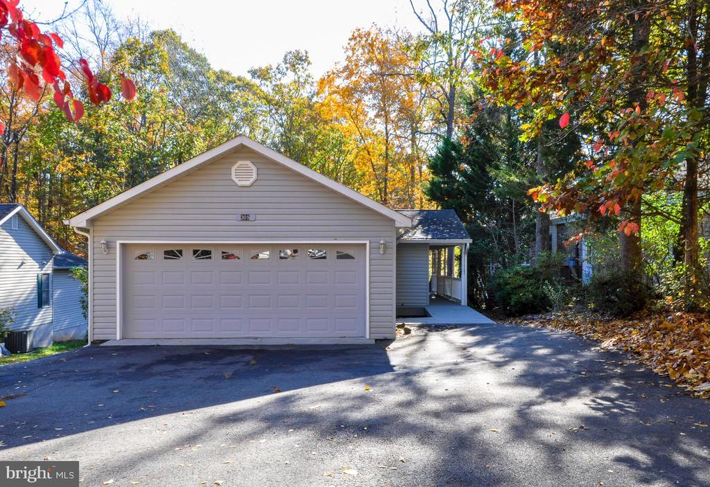 Be home for the Holidays!! - 308 WESTOVER PKWY, LOCUST GROVE