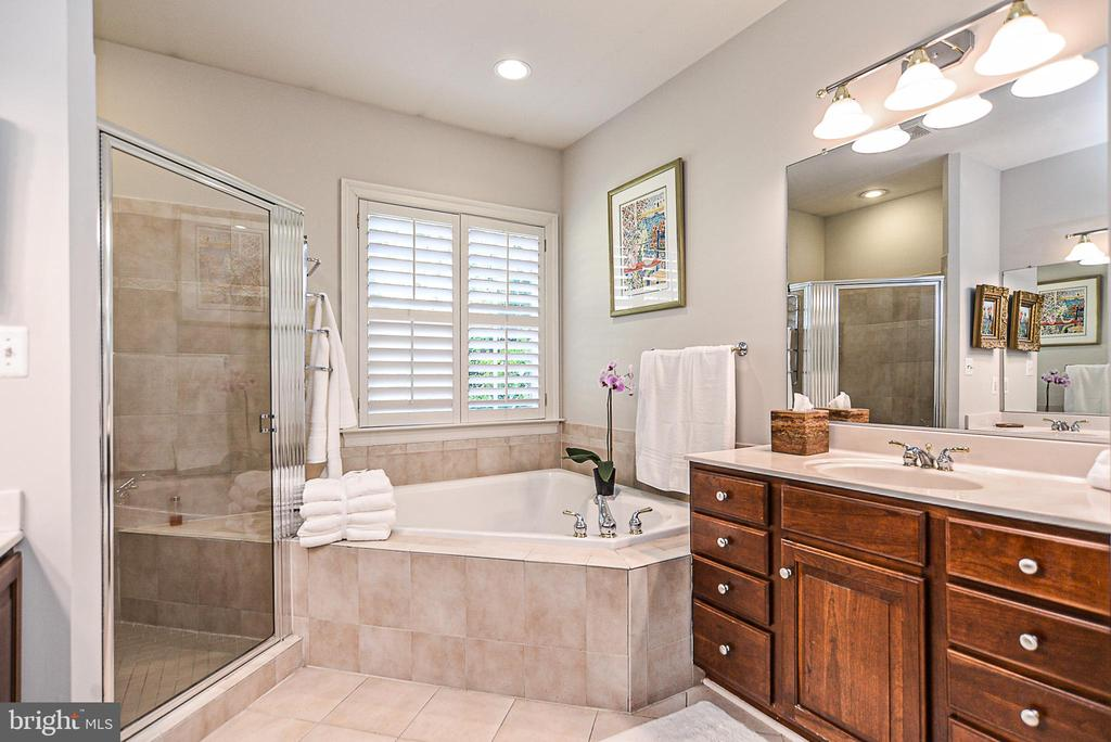 Master bath with upgraded tile and cabinetry - 2158 HARITHY DR, DUNN LORING