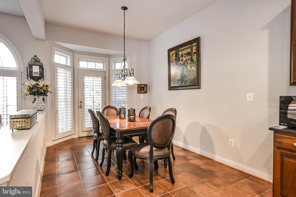 Large Breakfast area with bay window & patio door - 2158 HARITHY DR, DUNN LORING