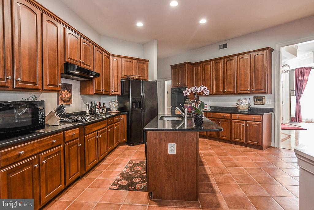 Tons of storage with center island breakfast bar - 2158 HARITHY DR, DUNN LORING