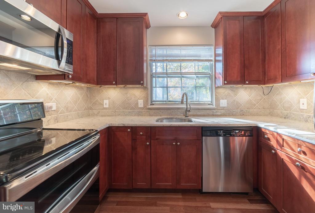 Upgraded Kitchen - 6002 POWELLS LANDING RD, BURKE