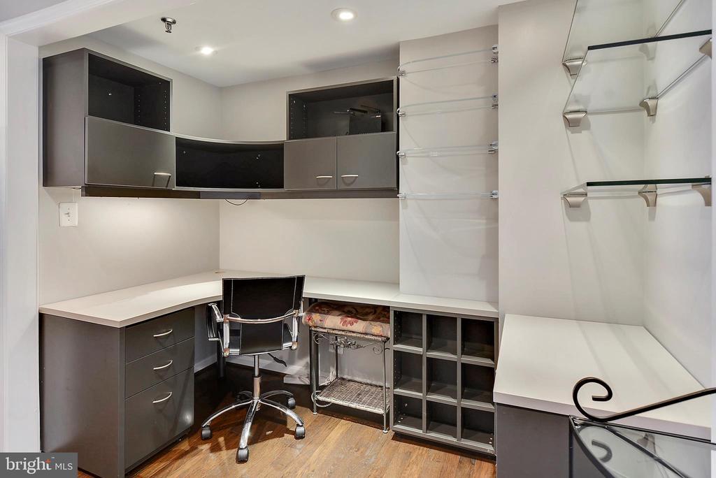 Office  work area - 1401 N OAK ST #309, ARLINGTON