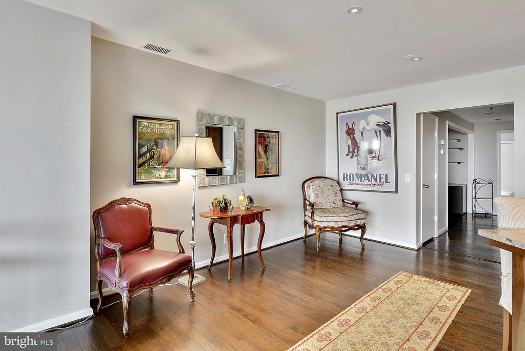 Next to kitchen, large enough for dinning table - 1401 N OAK ST #309, ARLINGTON