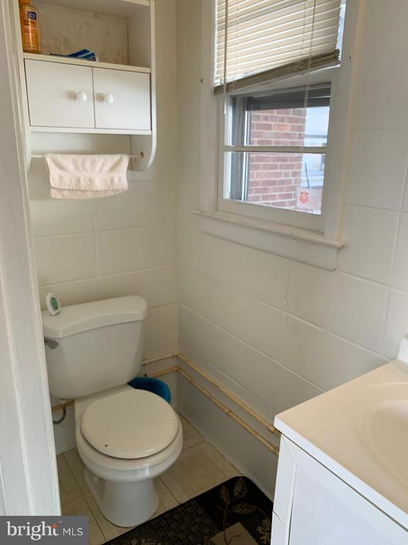 1st Floor Half bath - 6909 RANDOLPH ST, HYATTSVILLE