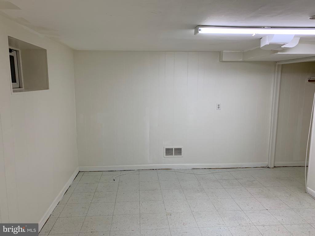 Basement den/room 2 - 6909 RANDOLPH ST, HYATTSVILLE