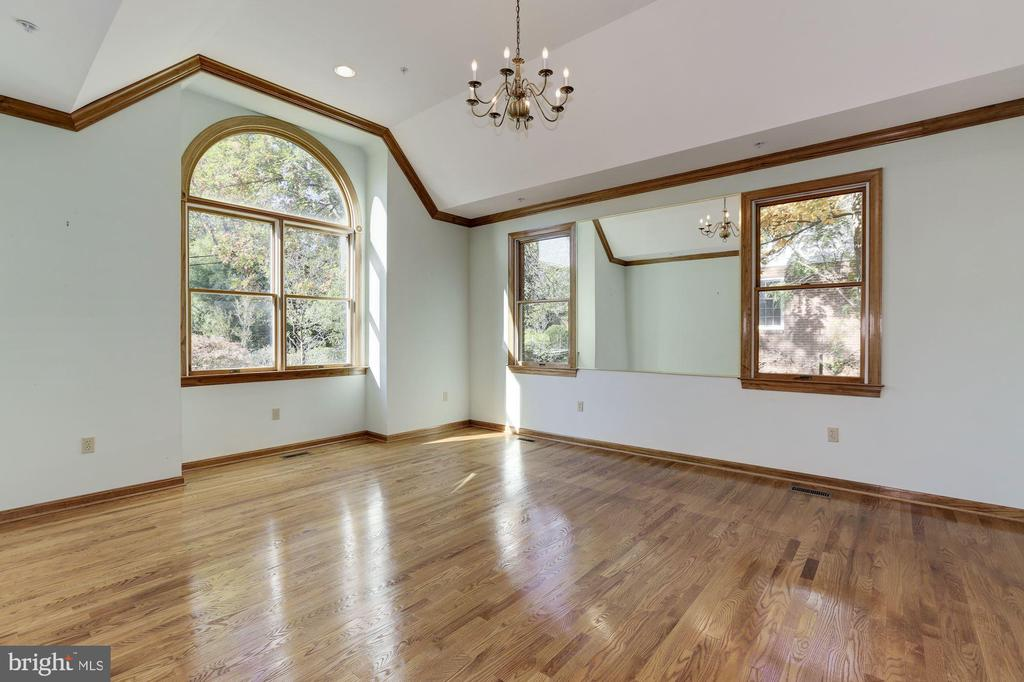Formal Living Room with Dramatic Vaulted Ceiling - 7028 HUNTER LN, HYATTSVILLE