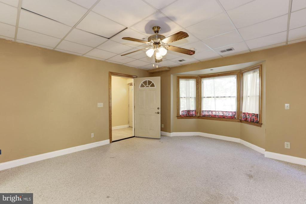 Living Space - 7028 HUNTER LN, HYATTSVILLE