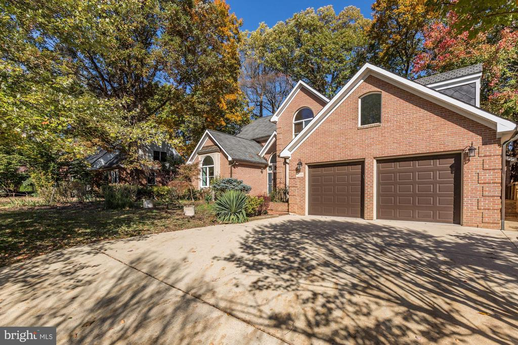 Oversized 2 Car Garage - 7028 HUNTER LN, HYATTSVILLE