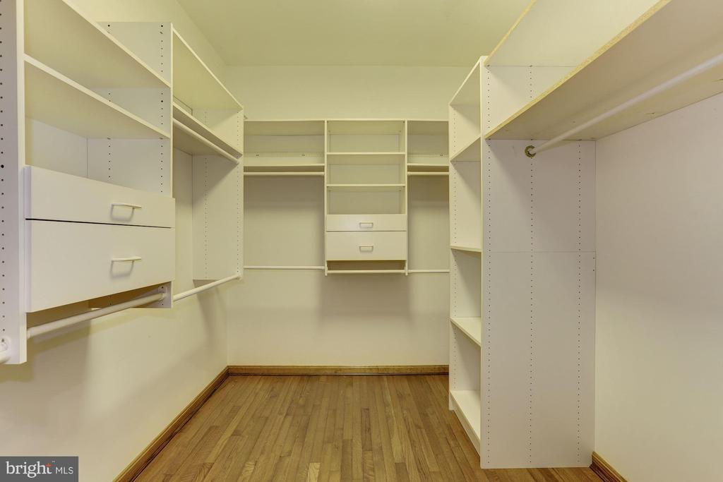 Master Walk in Closet - 7028 HUNTER LN, HYATTSVILLE