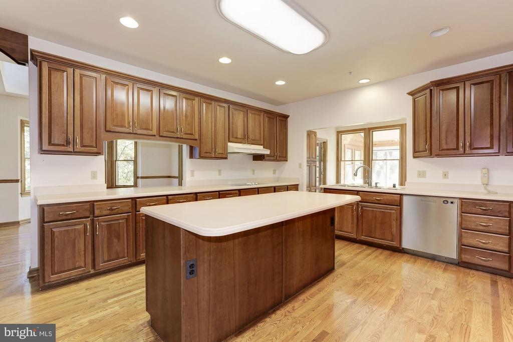 Kitchen with Island - 7028 HUNTER LN, HYATTSVILLE