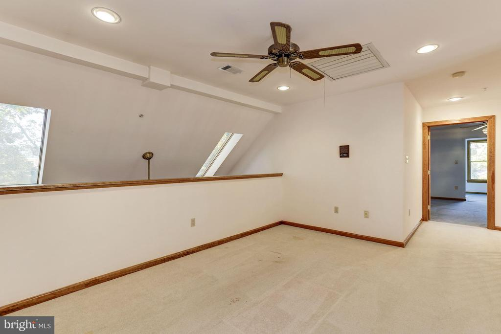 Upper Level Landing Overlooking Family Room - 7028 HUNTER LN, HYATTSVILLE