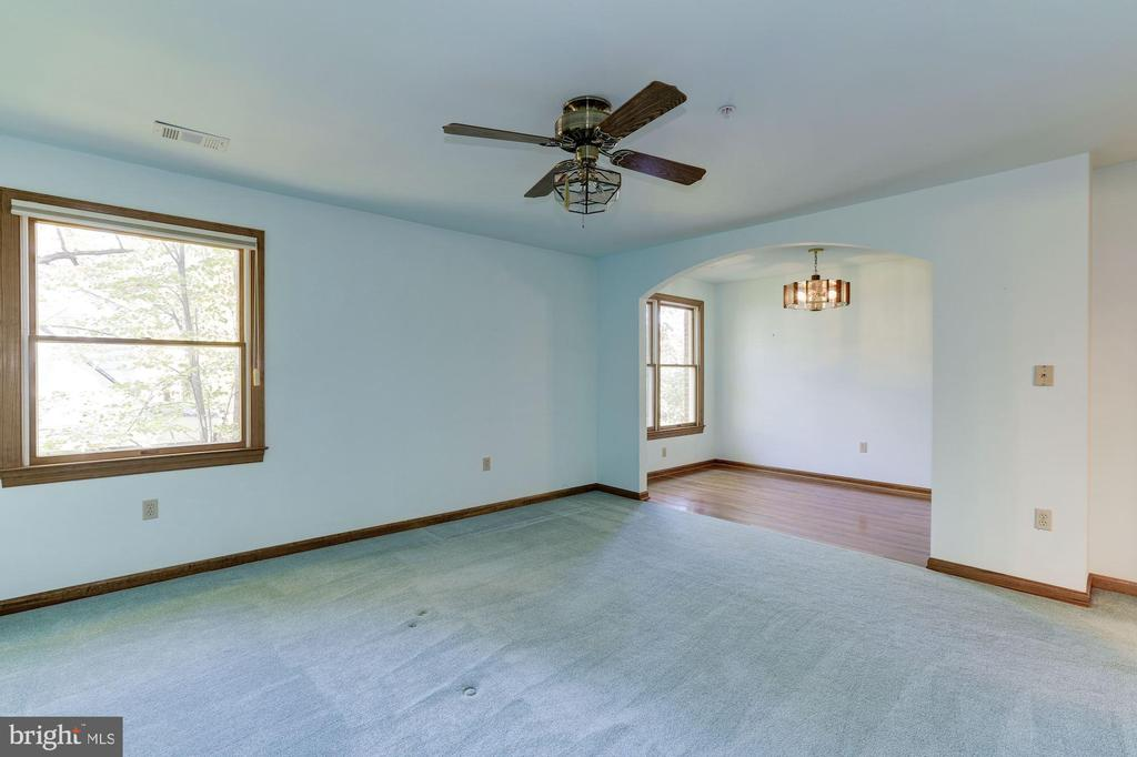 Upper Level Master Bedroom with Sitting Room - 7028 HUNTER LN, HYATTSVILLE