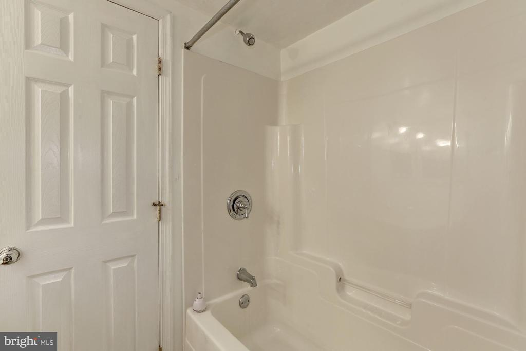Full Bath - 7028 HUNTER LN, HYATTSVILLE