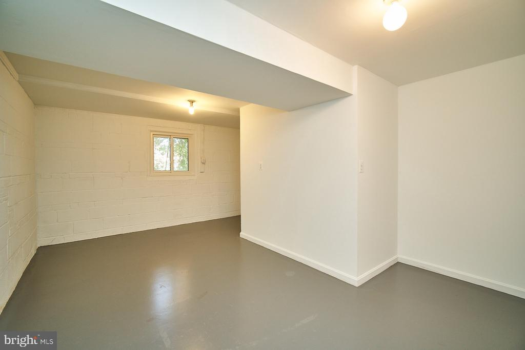 Unfinished basement room: could be workshop - 5366 GAINSBOROUGH DR, FAIRFAX