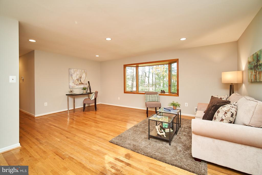 Large open floor plan - 5366 GAINSBOROUGH DR, FAIRFAX