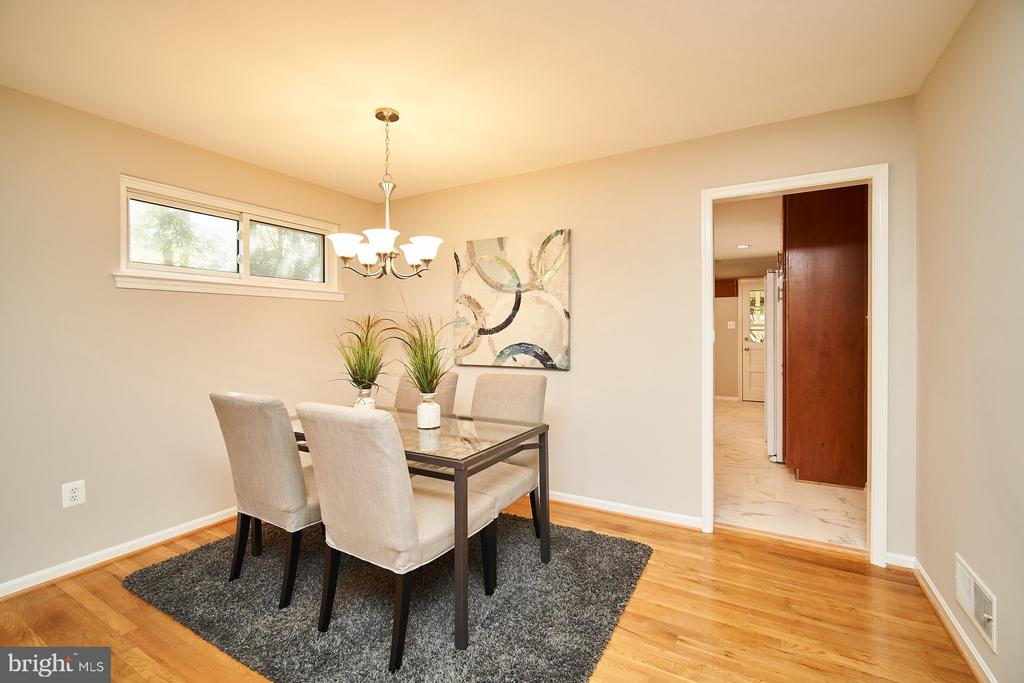 Separate dining area - 5366 GAINSBOROUGH DR, FAIRFAX