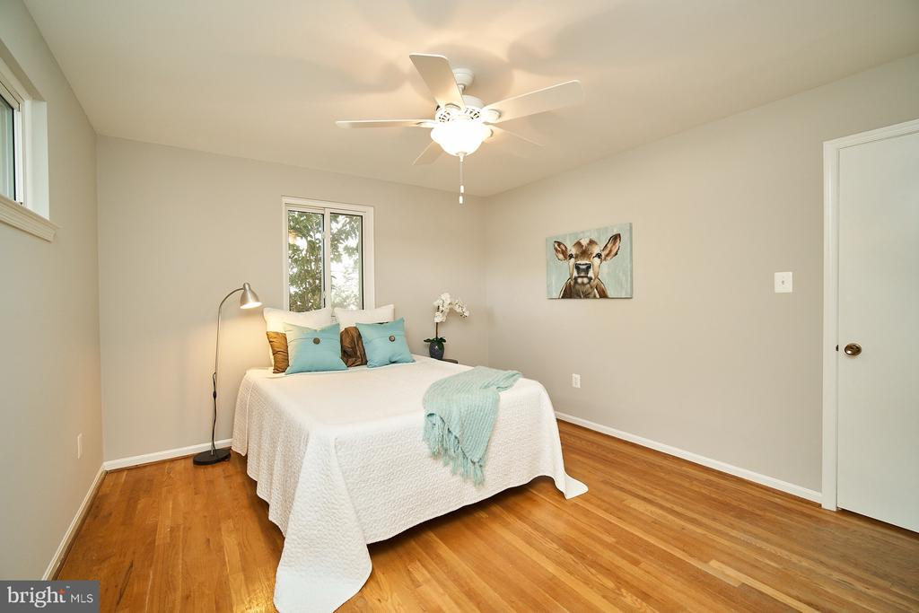 Master bedroom - 5366 GAINSBOROUGH DR, FAIRFAX