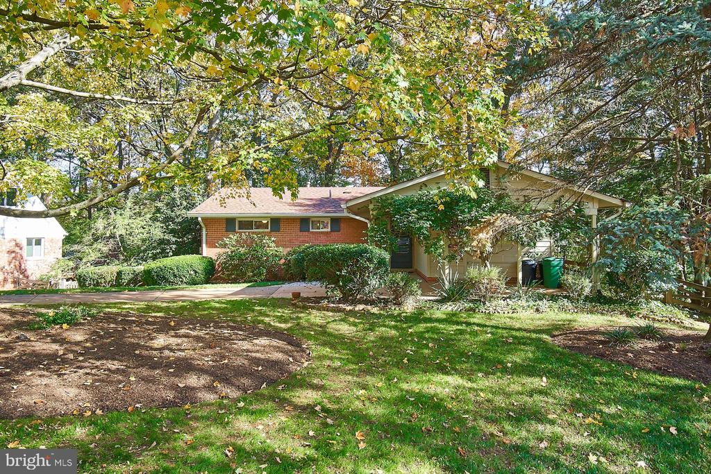 Gorgeous wooded lot backing to Lake Royal - 5366 GAINSBOROUGH DR, FAIRFAX