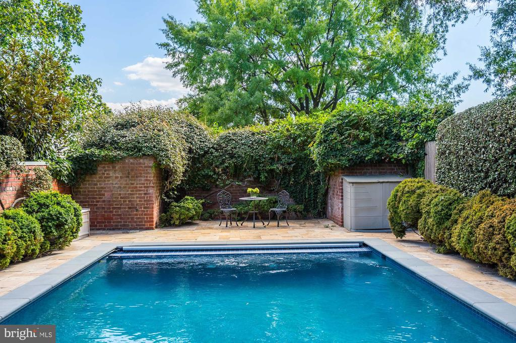 A private oasis - 3306 R ST NW, WASHINGTON