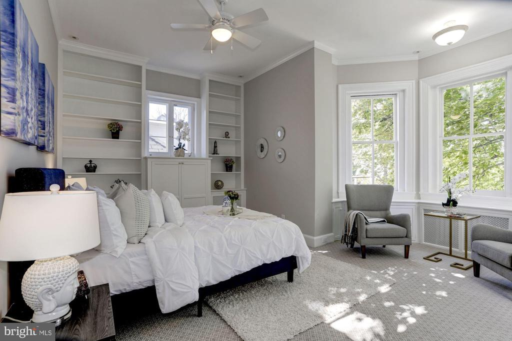 Owner's bedroom with gorgeous light - 3306 R ST NW, WASHINGTON