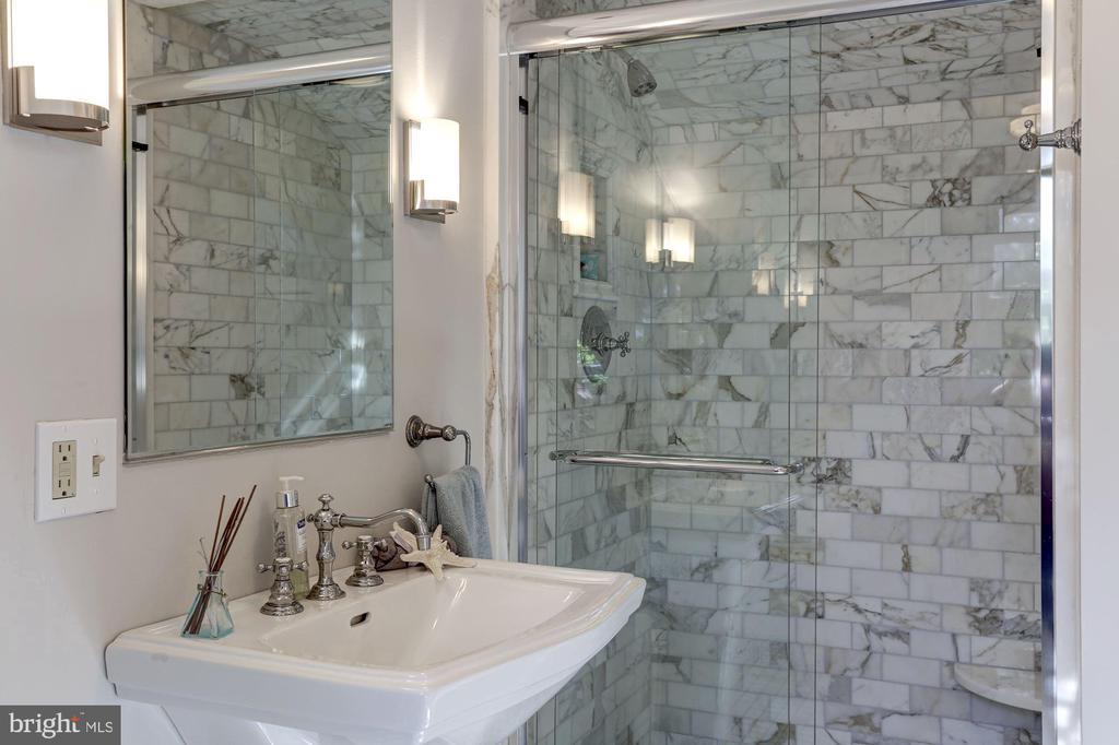 Full-bathroom on 4th floor completely updated - 3306 R ST NW, WASHINGTON