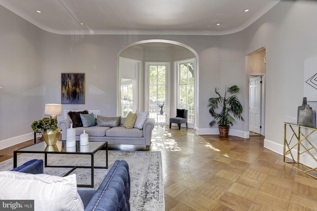 South-facing provides tons of natural light - 3306 R ST NW, WASHINGTON