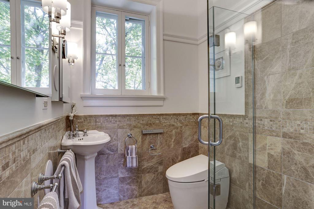 Full-bathroom updated with mosaic - 3306 R ST NW, WASHINGTON
