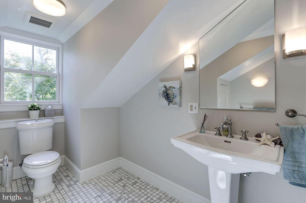 All high-end fixtures - 3306 R ST NW, WASHINGTON