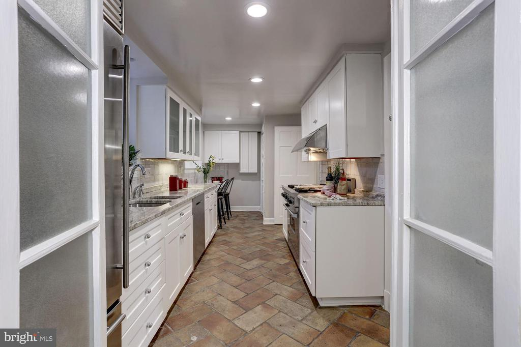 Lots of counter space! - 3306 R ST NW, WASHINGTON