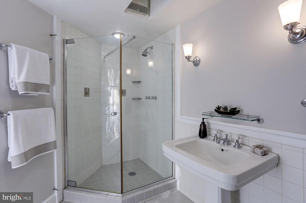Lower-level bath - 3306 R ST NW, WASHINGTON