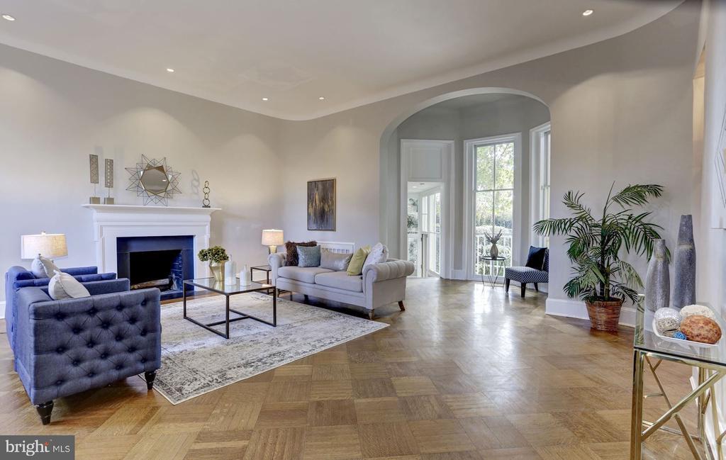 Original patterned hardwood oak floors - 3306 R ST NW, WASHINGTON
