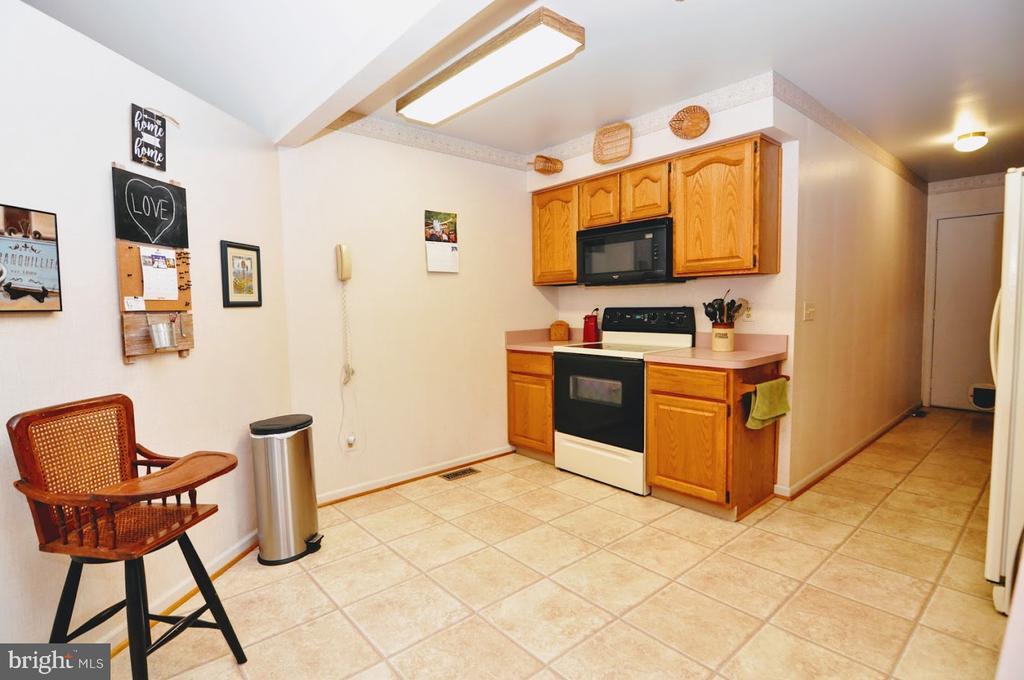 Kitchen 2 - 400 STRATFORD CIR, LOCUST GROVE