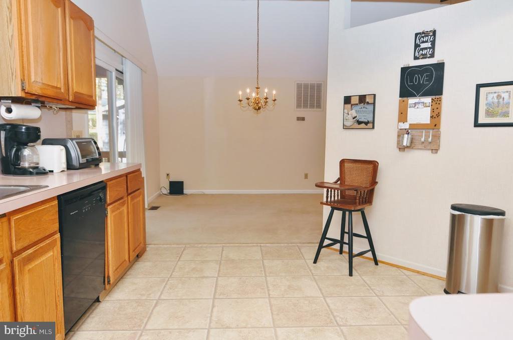 Eat in Kitchen & Dining Area - 400 STRATFORD CIR, LOCUST GROVE