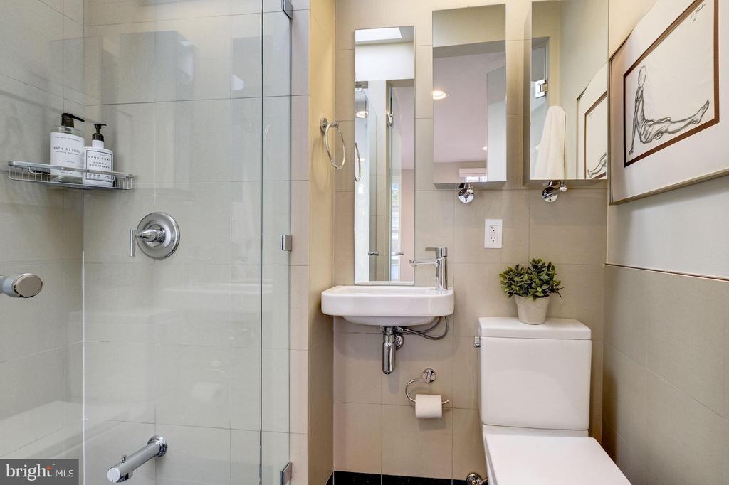 Full Bath - 2708 OLIVE ST NW, WASHINGTON