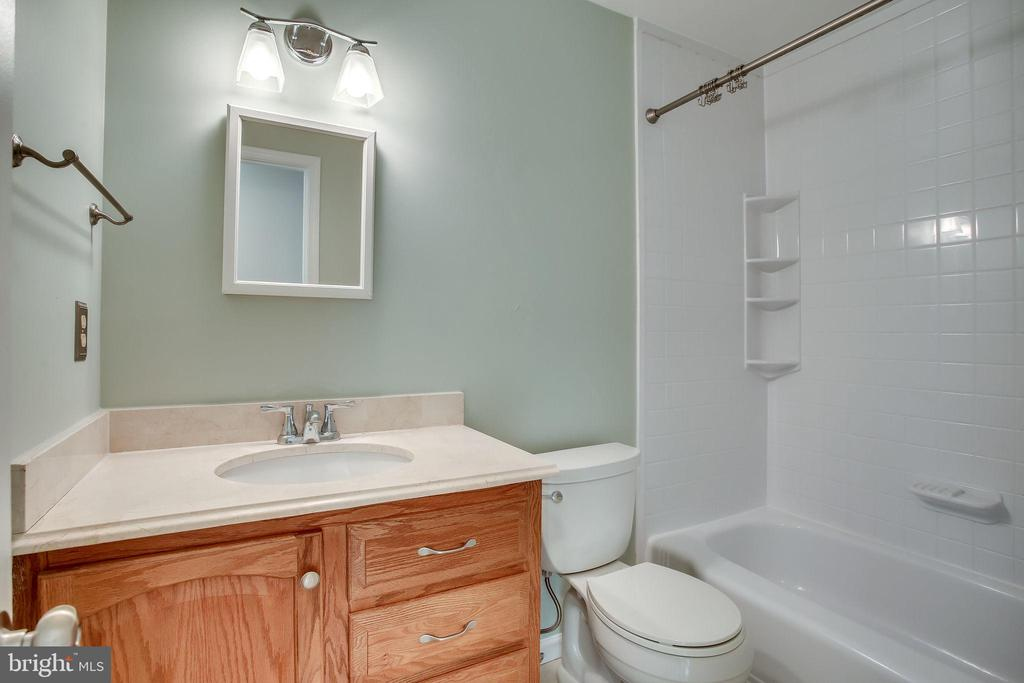 Upstairs Hall Full Bath - 4335 SILAS HUTCHINSON DR, CHANTILLY
